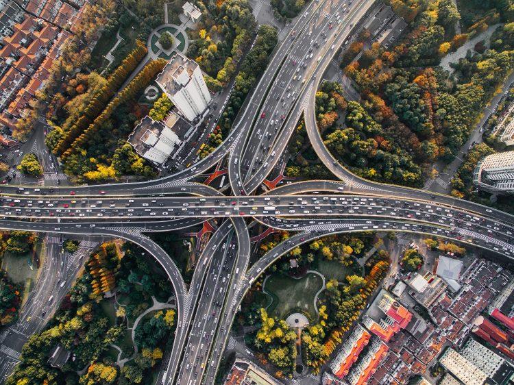 La circulation sur un important échangeur de route